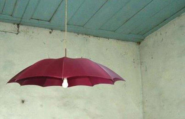Tulipa lámpara reciclando un paraguas